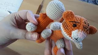 Малыш в костюме тигрёнка крючком. Видео мастер-класс, схема и описание по вязанию игрушки амигуруми
