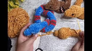 Радужные змейки крючком. Видео мастер-класс, схема и описание по вязанию игрушки амигуруми