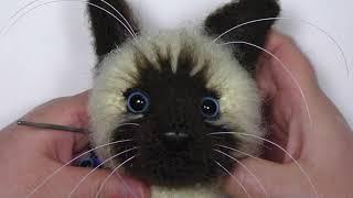 Сиамский кот крючком. Видео мастер-класс, схема и описание по вязанию игрушки амигуруми